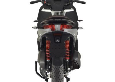 09-piaggio-mp3-300-hpe-sport