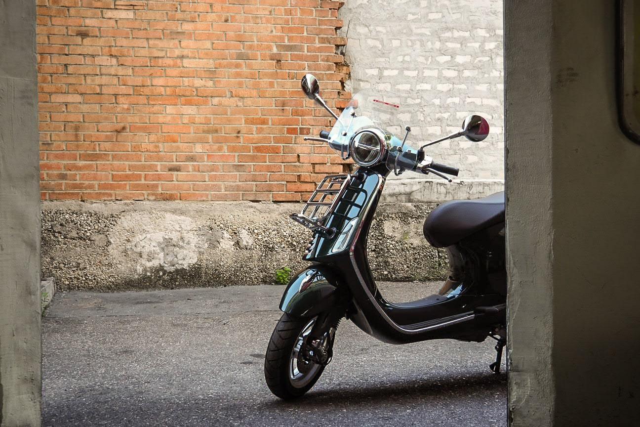 vespa-modelle-vespa-primavera-50_125-touring-10-roller-motorrad